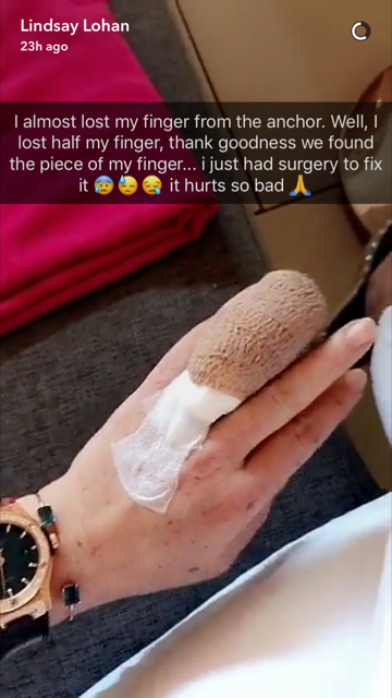 Lindsay Lohan Briefly Lost Her Ring Finger, But It's Back Now